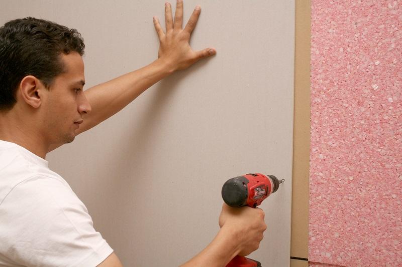 Pose placo acoustique pour mur